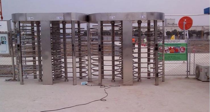 công trình lắp đặt cổng xoay full height