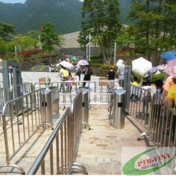 cổng soát vé ở cổng khu du lịch