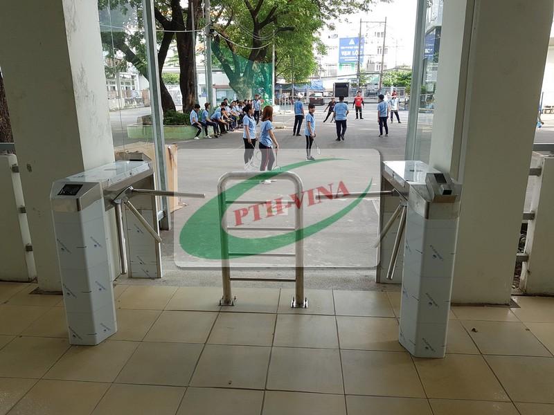 cổng soát vé tự động trường đại học công thương