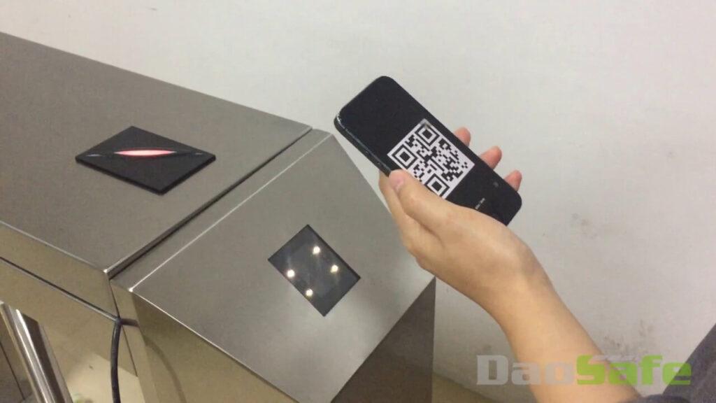 Cổng soát vé tự động bằng Qr code